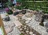 揚簀戸、銀閣寺垣、野面積み等、日本庭園における伝統技法を生かした庭です